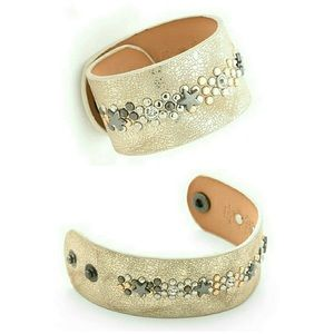 Jewelry - ✨NEW✨ Leather Start Rivet Cuff Bracelet 💫